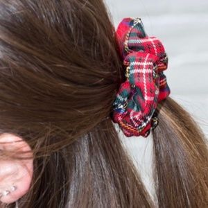 NWT Brandy Melville Red/Green Plaid Srunchie OS